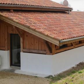extension terminée avec pose d'une porte-fenêtre et réalisation de l'enduit.