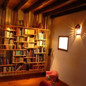 bibliothèque suspendue